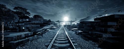 Foto op Plexiglas Spoorlijn railroad in dusk
