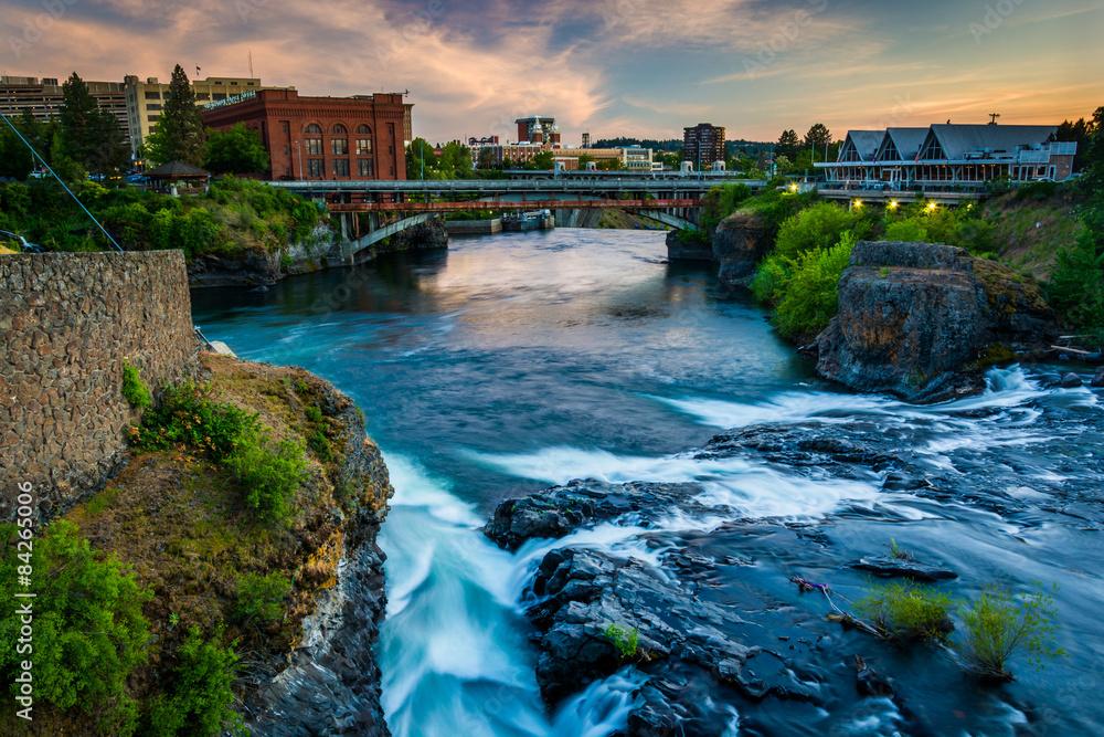 Fototapety, obrazy: Spokane Falls and view of buildings in Spokane, Washington.