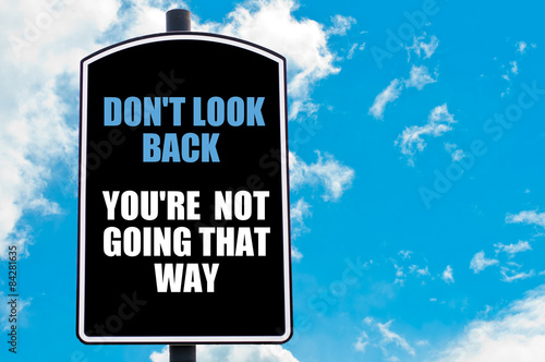 Foto  DO NOT LOOK BACK YOU ARE NOT GOING THAT WAY