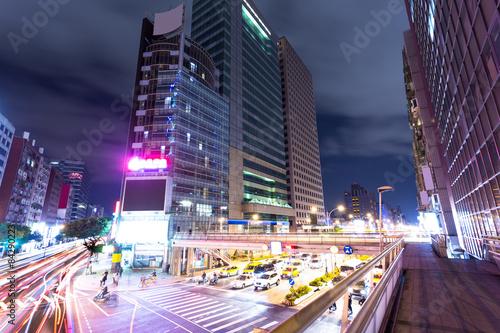 Poster Tokyo traffic light trails in modern street
