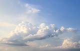 Niebo spowite chmurami