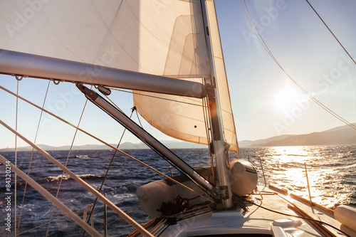 Cadres-photo bureau Voile Sailing boat wide angle view in the sea