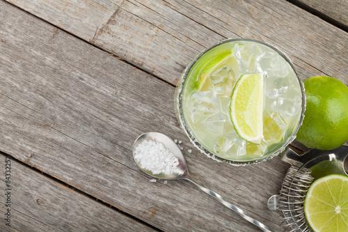 Cuadros en Lienzo Classic margarita cocktail with salty rim