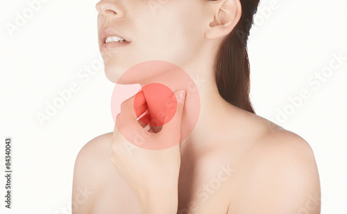 Valokuva  Donna con dolore gola malessere