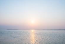 沖縄の海・夕日と淡い...