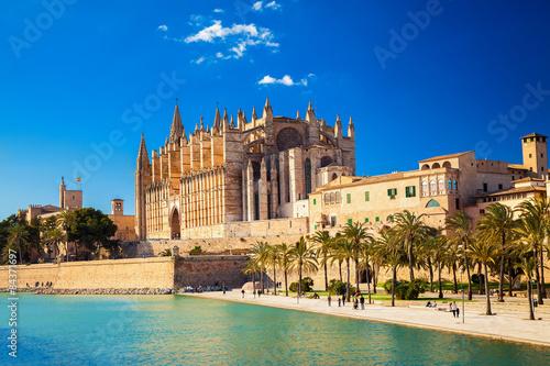 Fotografie, Obraz  Cathedral La Seu and Parc del Mar