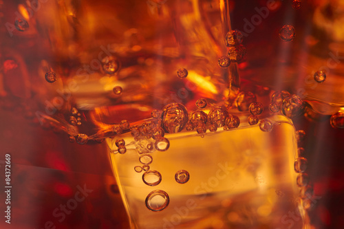 Fotografia  cola with ice cubes