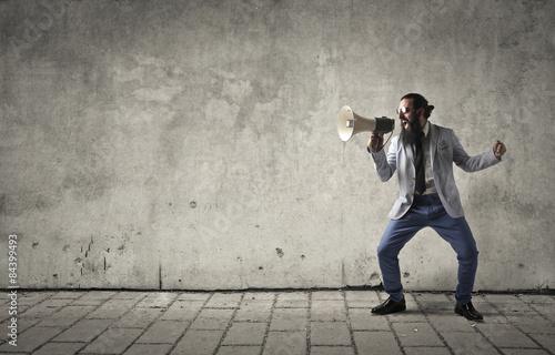 Fotografia Angry manager shouting into a megaphone