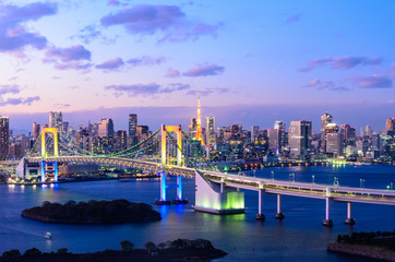 Panel Szklany Podświetlane Tokio Evening View of Tokyo Skyline, Rainbow Bridge, and Tokyo Tower