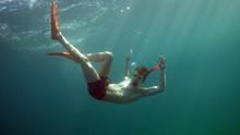Floating Under Water / Unterwasser Schweben