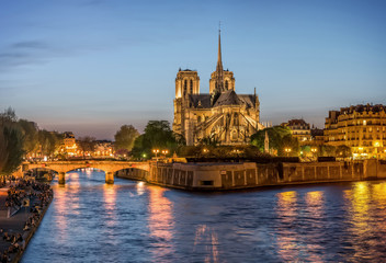 Night panoramic view to Cite island with Notre-Dame de Paris
