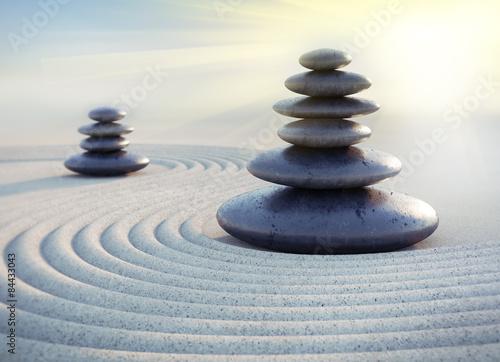 Acrylic Prints Stones in Sand Zen-Steintürme im Sonnenlicht