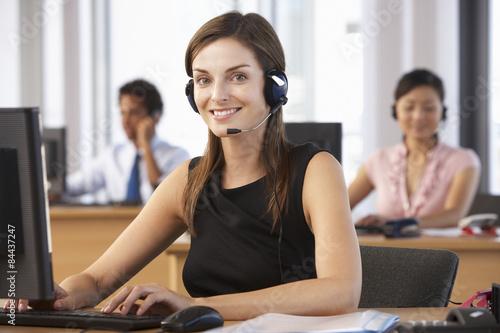 Láminas  Friendly Customer Service Agent In Call Centre