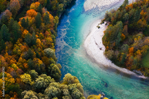 Foto op Aluminium Rivier Turquoise river meandering through forested landscape
