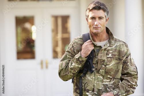 Fotografia  Soldier Returning To Unit After Home Leave