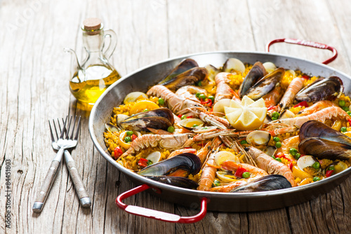 Paella with mussels and shrimps Canvas-taulu
