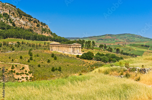 Fotografia, Obraz Landscape of Sicily with old greek temple at Segesta