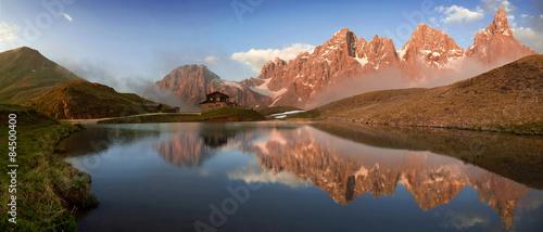 Photo sur Aluminium Reflexion Rifugio Segantini e pale di San Martino