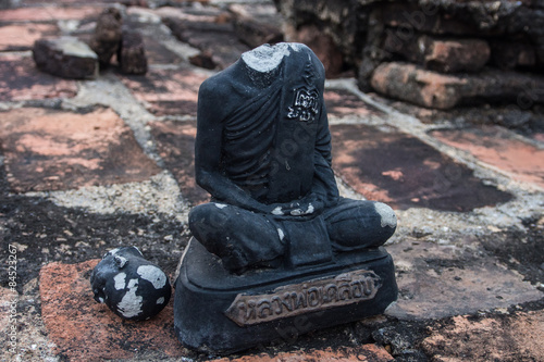 Valokuva  Buddha without head / Statue of Buddha without head at Sukhothai historical park in Thailand