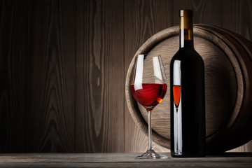 FototapetaRed wine in glass with bottle