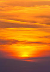Panel Szklany Na szklane drzwi i okna Bright sunset in cirrus fiery clouds - vertical nature backgroun