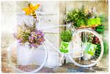 Biały rower udekorowany kwiatami