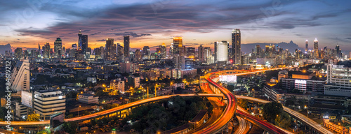 Photo panorama bangkok city sunset trafic road, Night rooftop view skyline highway twi