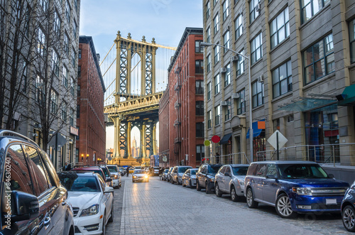 Foto op Aluminium New York TAXI Manhattan Bridge from Brooklyn on a Winter Afternoon