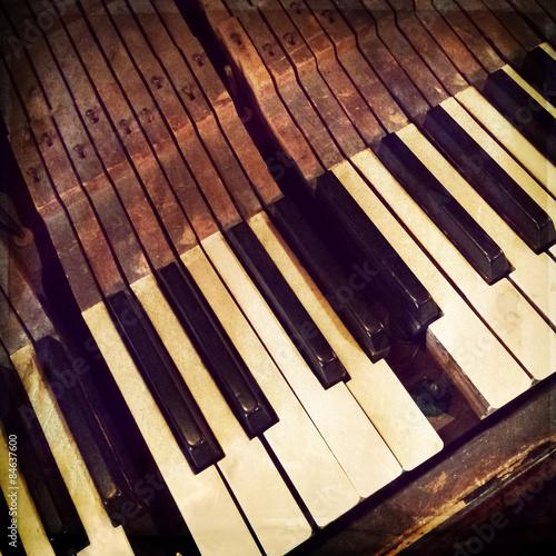 fototapeta na lodówkę Klucze antyczne pianino z łamanego
