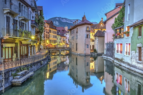 Photo Quai de l'Ile and canal in Annecy old city, France, HDR