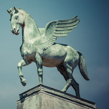Statue Of Pegasus On The Roof ...