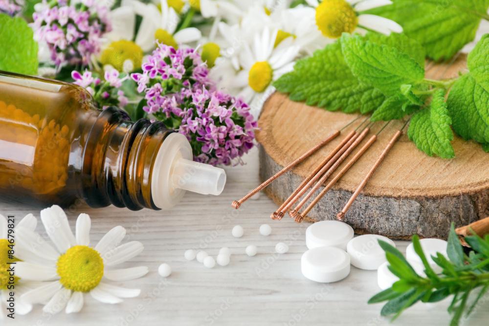 Fototapety, obrazy: Naturheilkunde - Globuli, Akupunktur und Kräuter