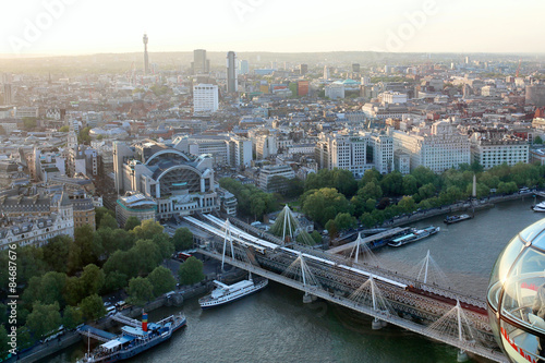 Photo Beautiful view on London's north-western part from London Eye tourist attraction