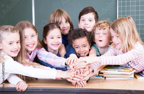 Plakat Ręce na radość w szkole