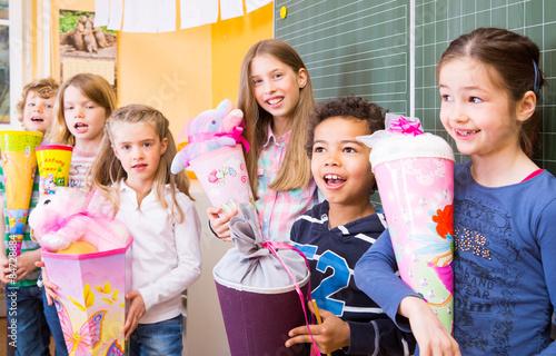 Fotografía  erster Schultag Schulanfänger mit Schultüten