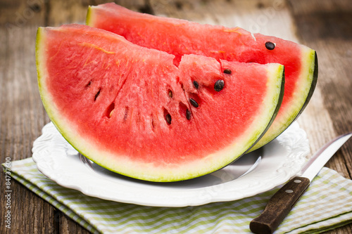Photo  Fresh watermelon slices on the plate