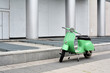 Motorroller am Straßenrand in Berlin