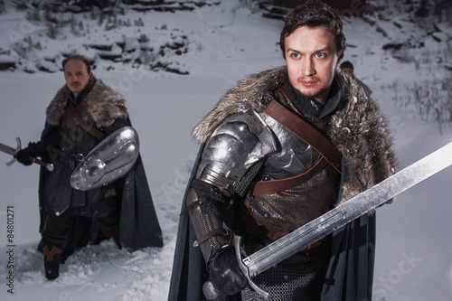 Medieval knights with swords in armor in winter landscape Fototapet
