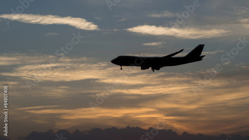 Foto op Aluminium Vliegtuig Silhouette of an airplane with sunset sky