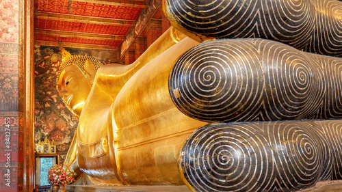 Photo  Bangkok, Thailand - December 19 2014: Wat Pho is one of the larg