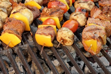 Panel Szklany Do steakhouse Homemade Beef Shish Kabobs with Peppers and Mushrooms