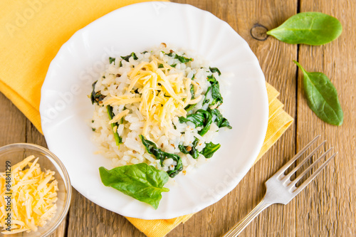 Spinach risotto with grated cheese