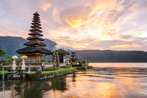 In de dag Bali Pura Ulun Danu Bratan, Famous Hindu temple and tourist attraction in Bali, Indonesia
