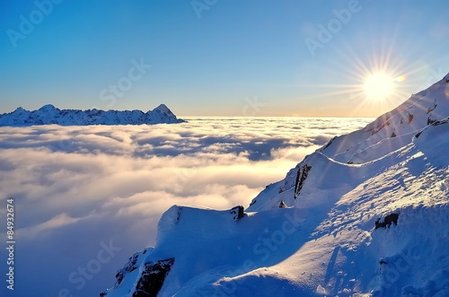 Fototapeta Zimowy krajobraz górski z morzem chmur - Tatry w Polsce panoramiczna