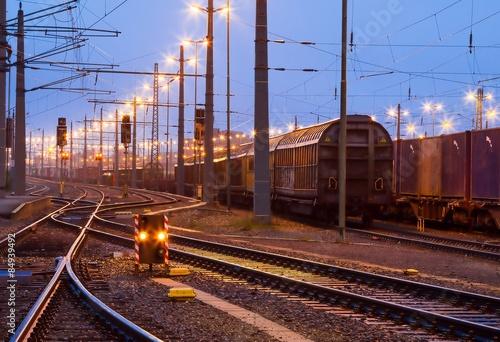 Spoed Foto op Canvas Spoorlijn Verschiebebahnhof im Morgengrauen