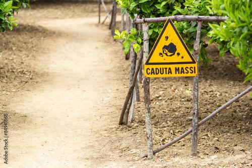 Fototapeta Italian warning sign for rockfall caduta massi