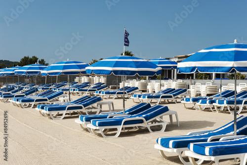 Sonnenschirme Und Liegestuhle Am Strand Von Saint Tropez Buy This