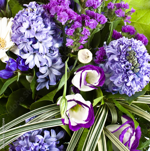 Photo  blue fuzzy (hyacinthus orientalis) bouquet