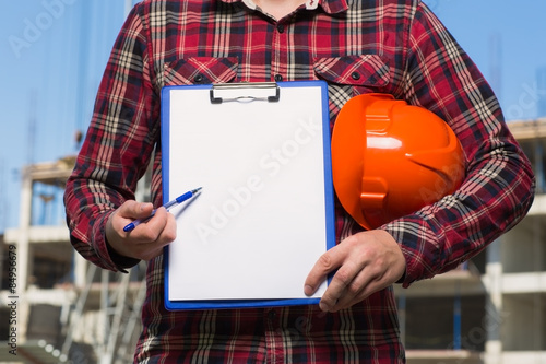 Photo  Builder in the orange helmet