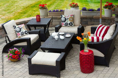 Fotografija  Cozy Patio Furniture on Luxury Outdoor Patio
